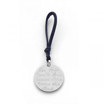Médaille et lien façon porte-clé avec beaucoup de prénoms