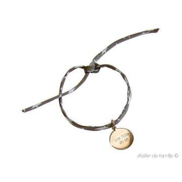 Bracelet petite médaille plate sur cordon Liberty (gravure joaillier)