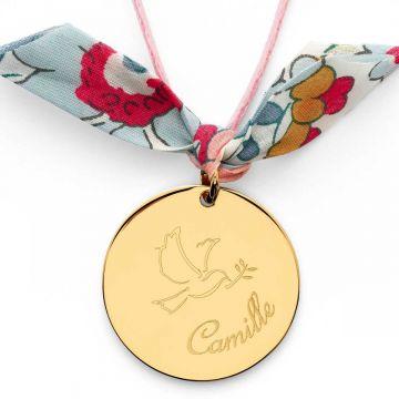 Collier grande médaille Colombe et prénom sur cordon plaqué Or